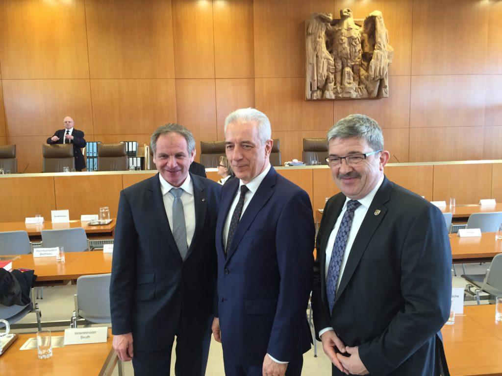 Minister President Tillich [center]